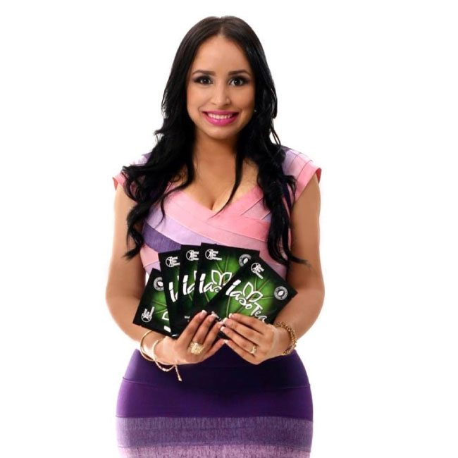 Ana Cantera holding packets of Iaso tea
